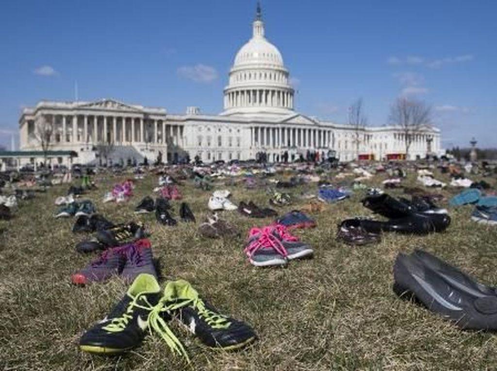 Ribuan Sepatu Berjajar di Depan Gedung Parlemen AS, Apa Maksudnya?