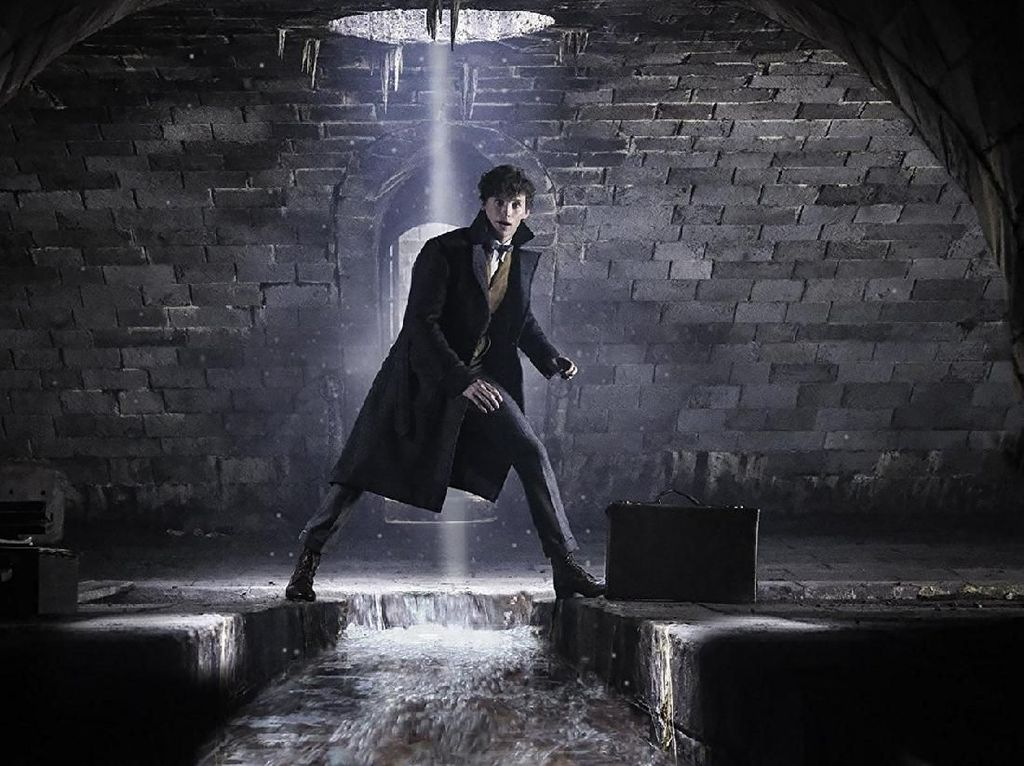 Keren! Tongkat Sihir Raksasa Harry Potter Dipajang di London
