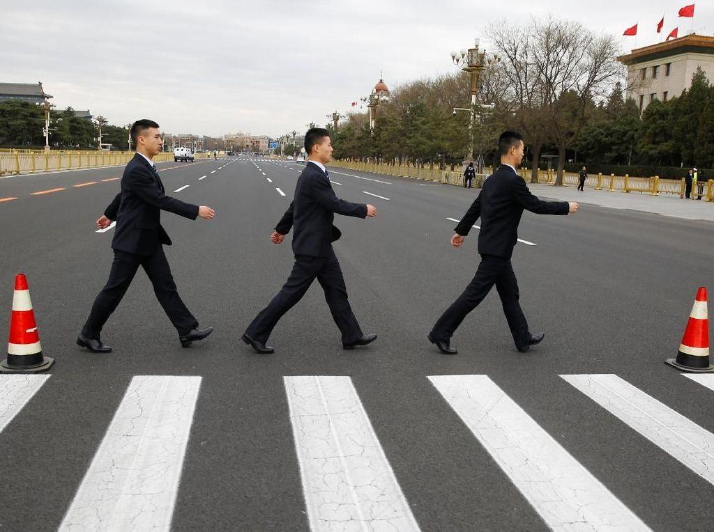 Foto: Lho Ada The Beatles di Konferensi Parpol China?