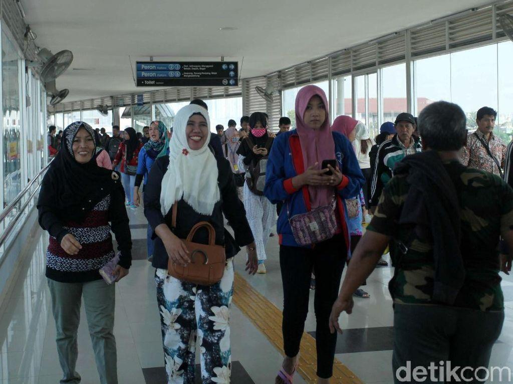 Alasan Kemenhub Fasilitasi Penumpang KRL Naik KA Bandara