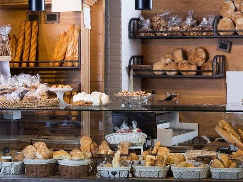 Buka Setiap Hari, Pemilik Bakery Ini Didenda Rp 50 Juta!