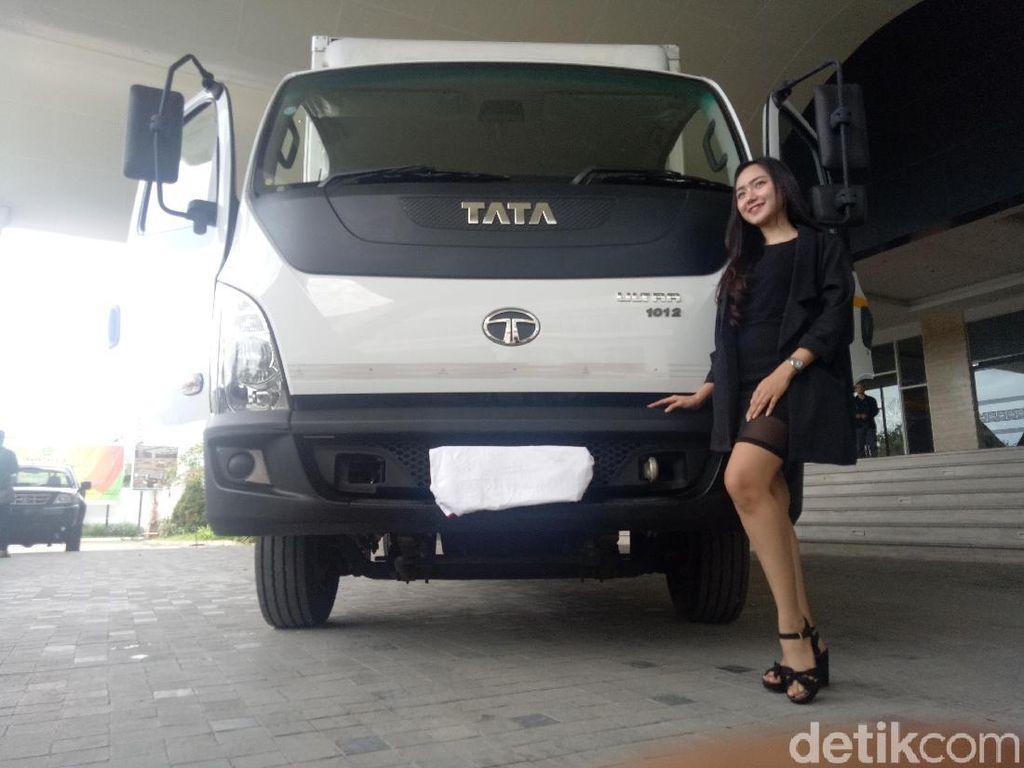 Truk 7 Ton dari India Mengaspal di Makassar