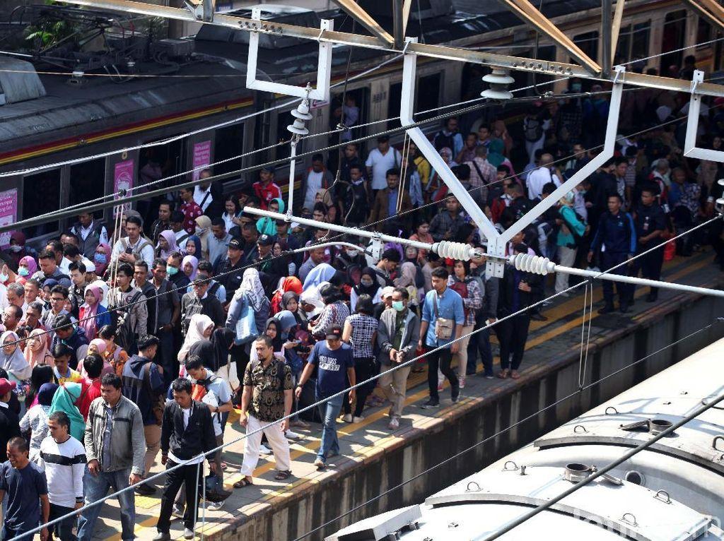 Menhub Jamin Kereta Bandara Tak Ganggu Perjalanan KRL