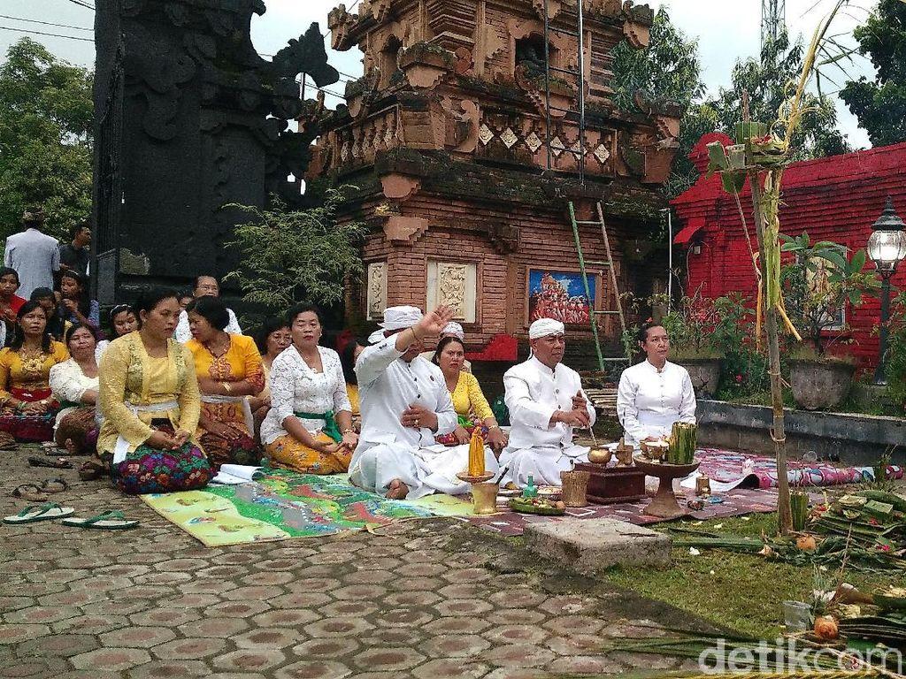 Umat Hindu di Cirebon Jalani Ritual Tawur Agung Kesanga