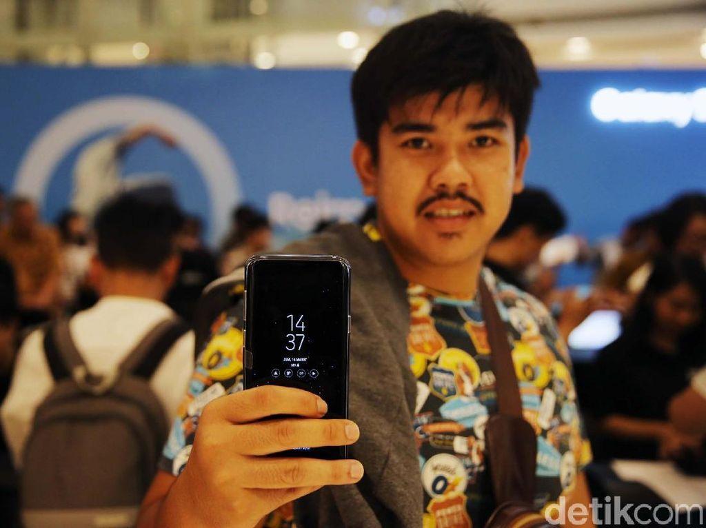 Warga Serbu Penjualan Perdana Galaxy S9 dan S9+
