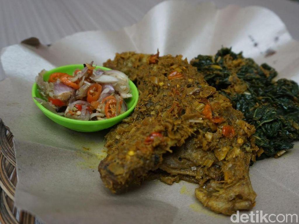 Warung Berkah: Murah Sedap! Bebek Betutu dan Plecing Segar Khas Bali