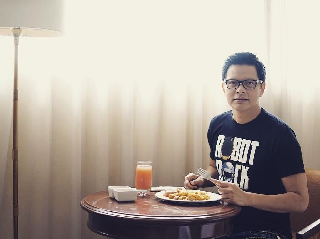 Serunya Momen Makan Armand Maulana Bareng Musisi dan Keluarga