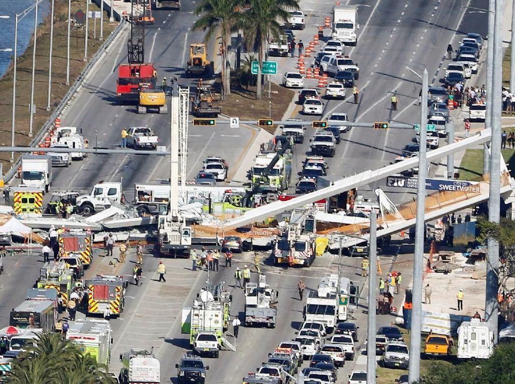 Jembatan di Florida Roboh, Begini Penampakannya