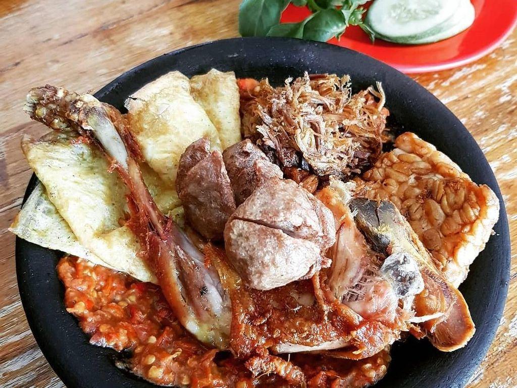 Huaah! Pedas Gurih Ayam Penyet Pilihan  Netizen