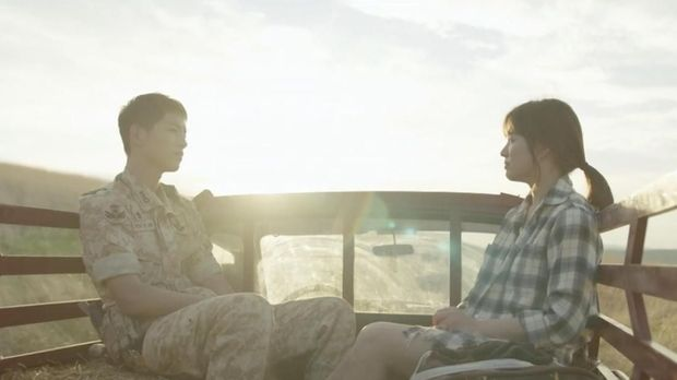 Song Joong Ki dan Song Hye Kyo bertemu di 'Descendants of the Sun'.