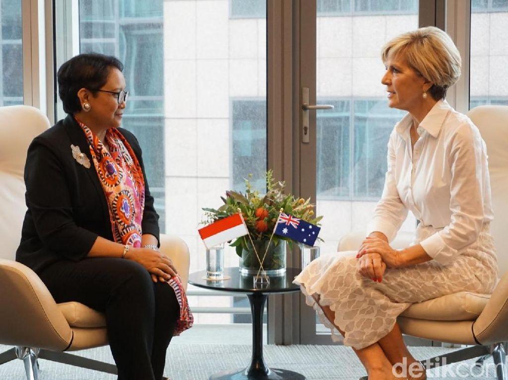 Diplomasi Syal Motif Aborigin Menlu di Australia