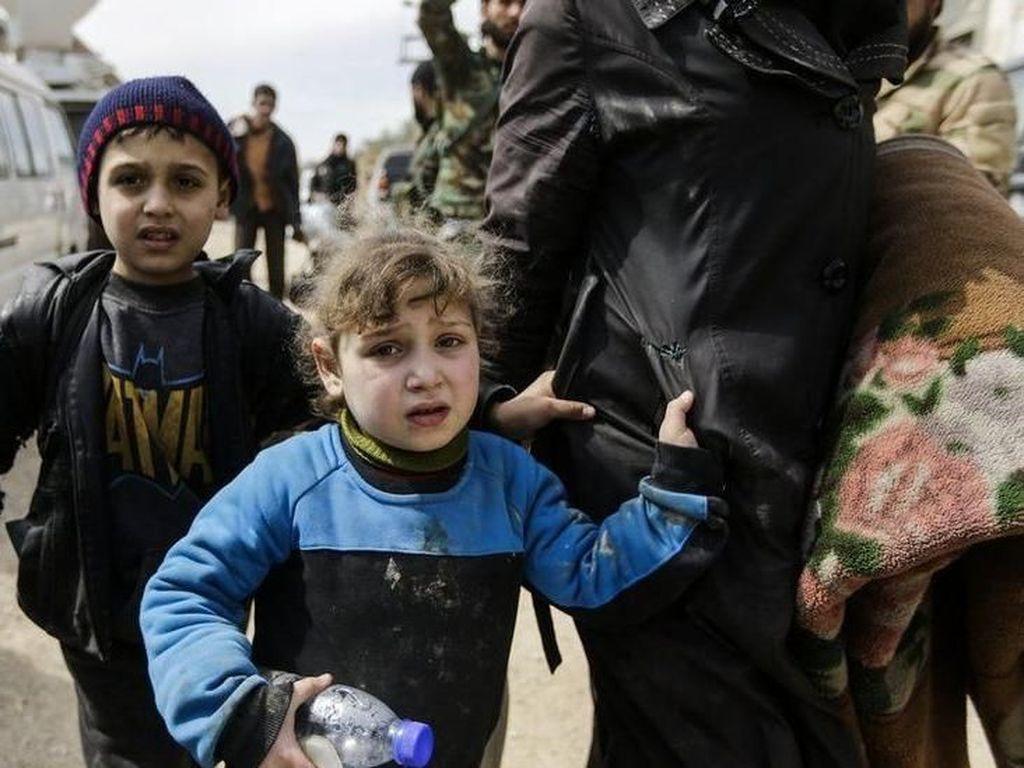 Warga Suriah Bertaruh Nyawa Selamatkan Diri dari Serangan Ganda