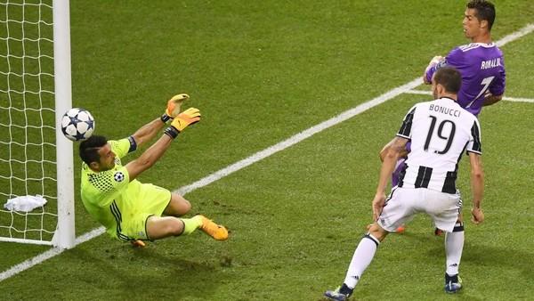 Momok untuk Buffon Bernama Ronaldo