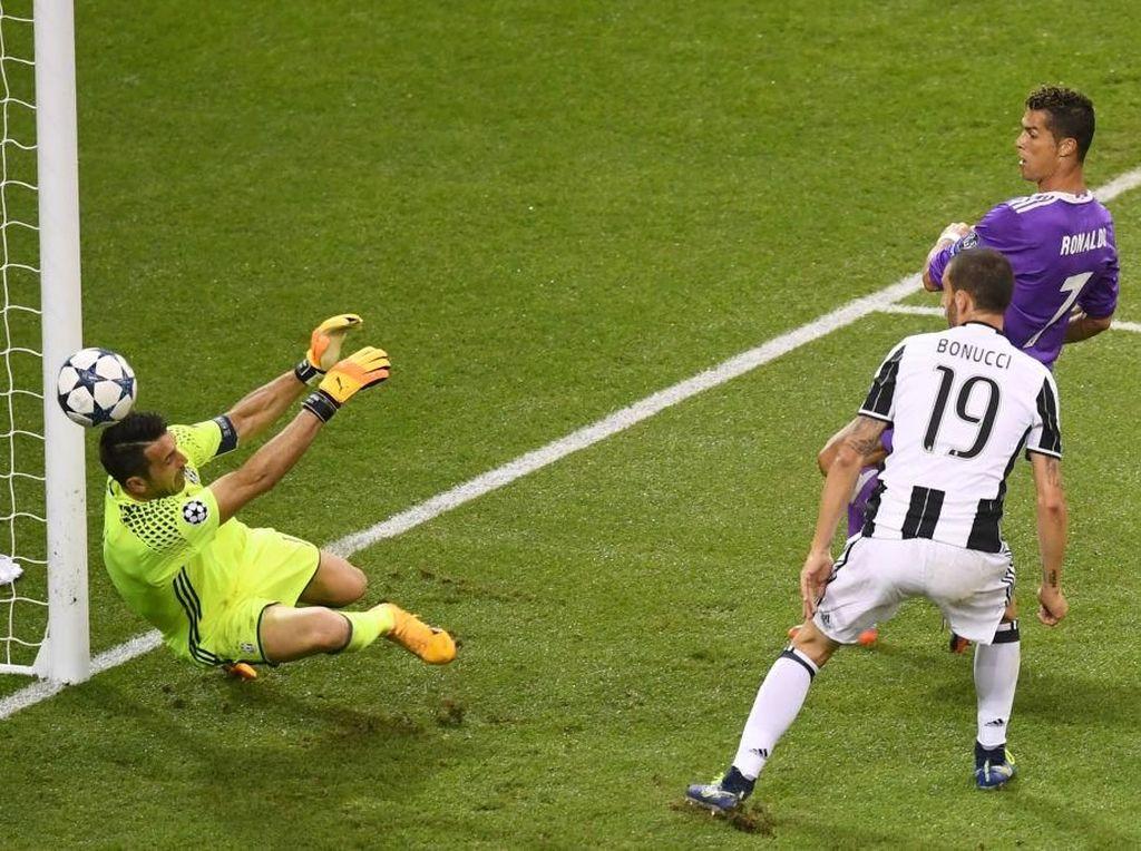 Ronaldo Bikin Buffon Tak Bisa Tidur