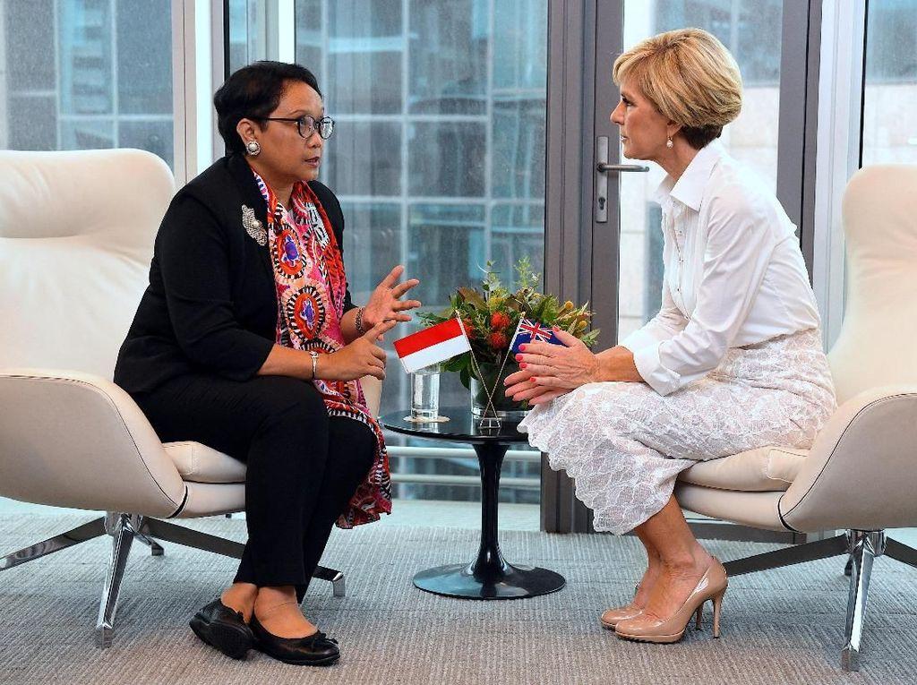 Foto: Syal Aborigin Jadi Gaya Diplomasi Retno Marsudi di Australia