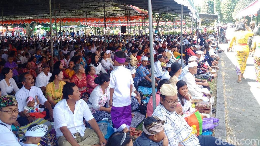Ribuan Umat Hindu Laksanakan Tawur Agung Kesanga di Candi Prambanan