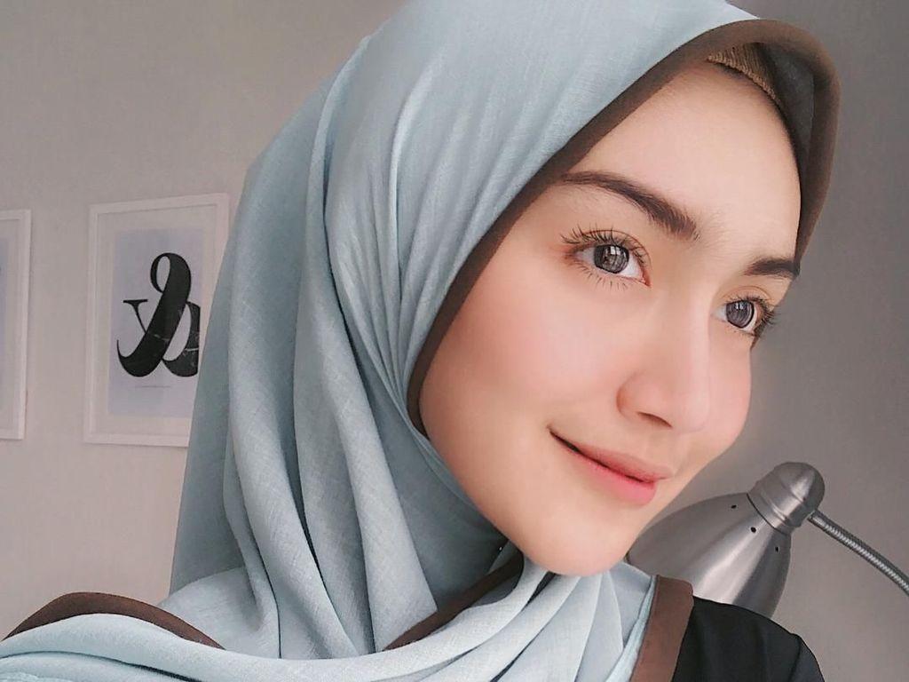Mantap Berhijab, Aktris Melody Prima Makin Cantik Saja