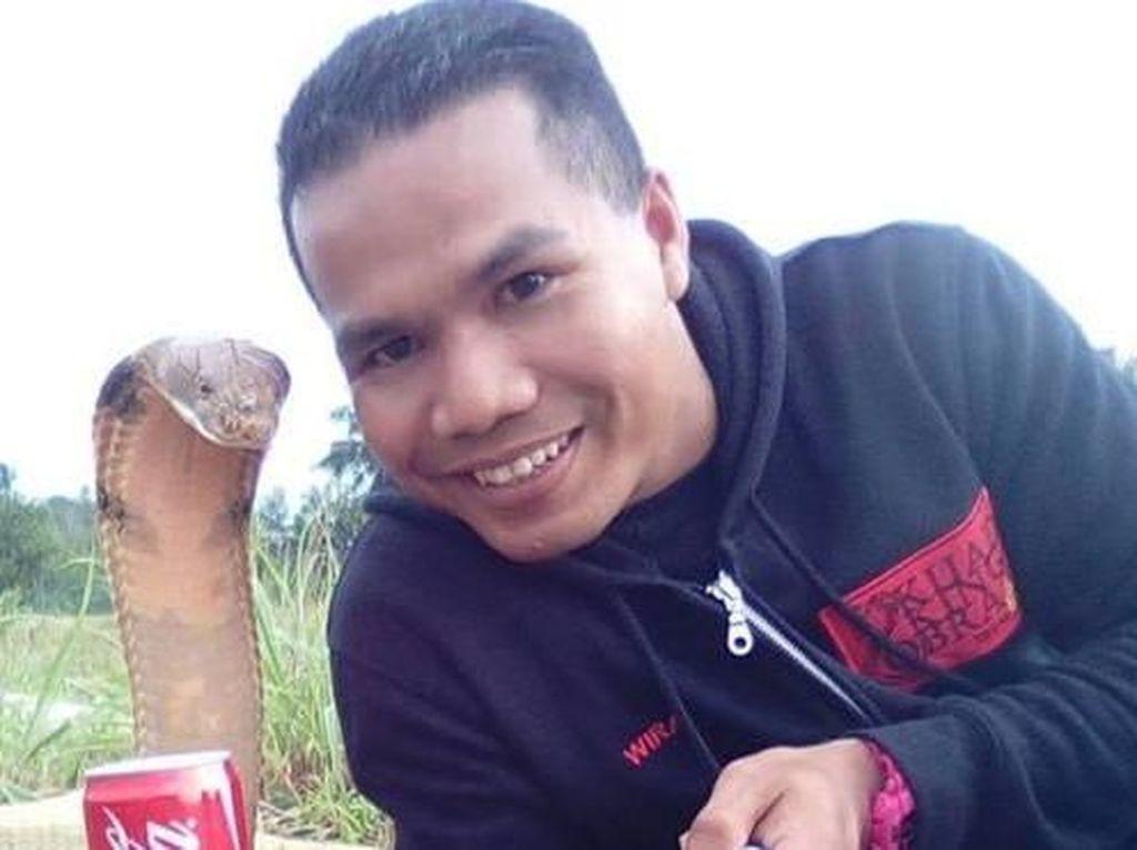 Artis Pawang Ular dari Malaysia Tewas Digigit Kobra