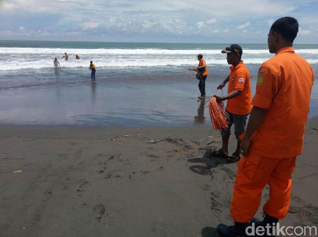 2 Pelajar SMP Hilang Terseret Ombak di Pantai Kulon Progo