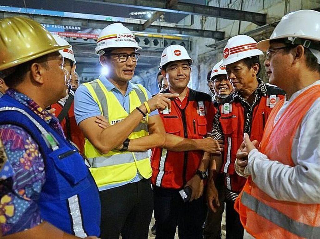 Foto: Saat Sandiaga Cek Progres Underpass Mampang-Kuningan