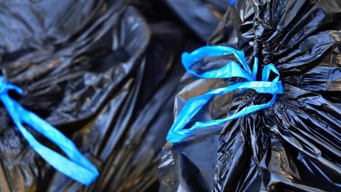 Plastik hitam bukan untuk membungkus makanan, termasuk daging kurban. (Foto: Thinkstock)