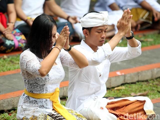 Umat Hindu Rayakan Nyepi di Pura Tertua di Jakarta