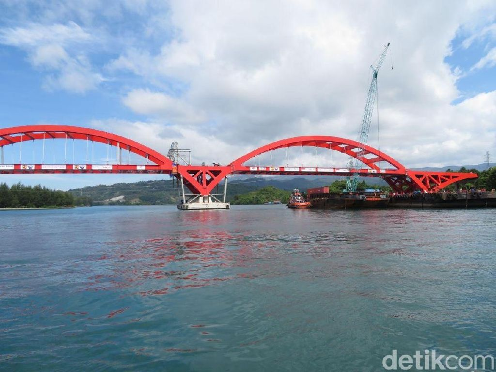 Melihat Video Progres Pembangunan Jembatan Holtekamp