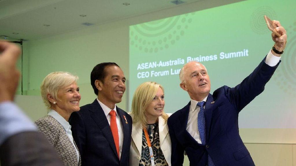 Foto: Saat Malcolm Turnbull Ketagihan Selfie dengan Jokowi
