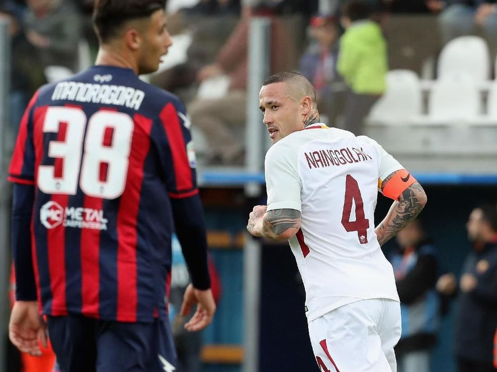 Roma Atasi Crotone 2-0
