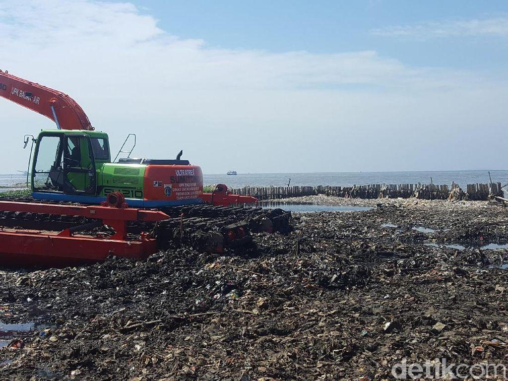 Pembersihan Sampah di Teluk Jakarta Dilanjutkan Senin