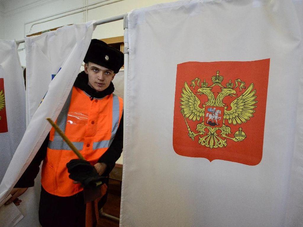 Penampakan Bilik Suara Pilpres Rusia yang Tertutup Tirai