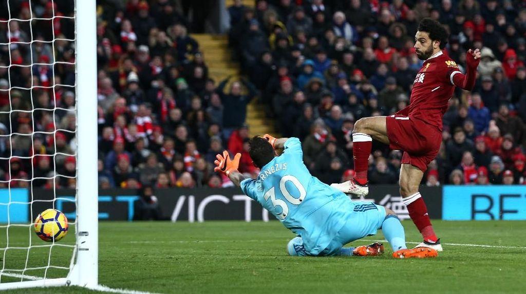 Dua Gol Salah Bawa Liverpool Memimpin