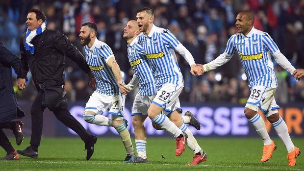Pemain SPAL berselebrasi setelah berhasil mengimbangi Juventus di kandang mereka sendiri.