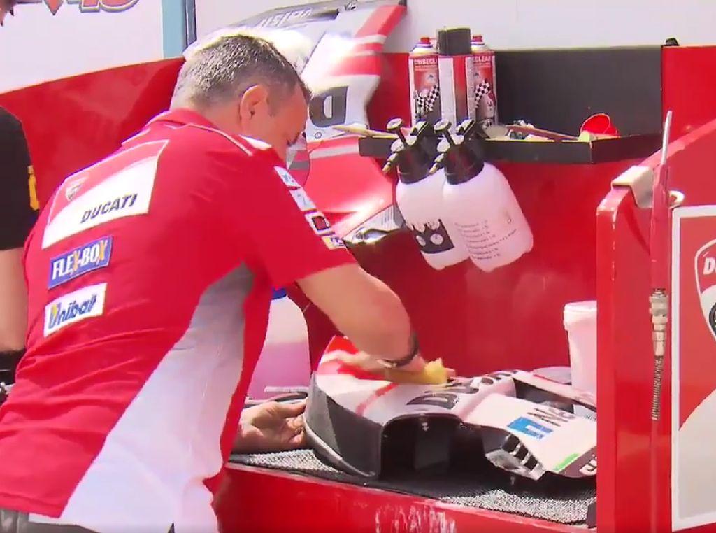 Hal Pertama Dilakukan Tim MotoGP Setibanya di Sirkuit: Cuci Motor
