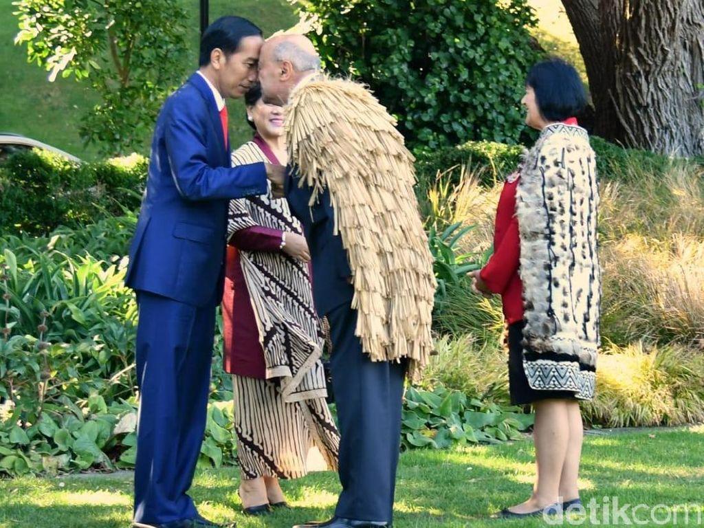 Hongi, Adu Hidung Khas Selandia Baru yang Dilakukan Jokowi