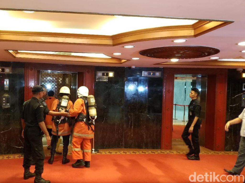 Foto: Suasana di DPR Saat Kebakaran di Gedung Nusantara III