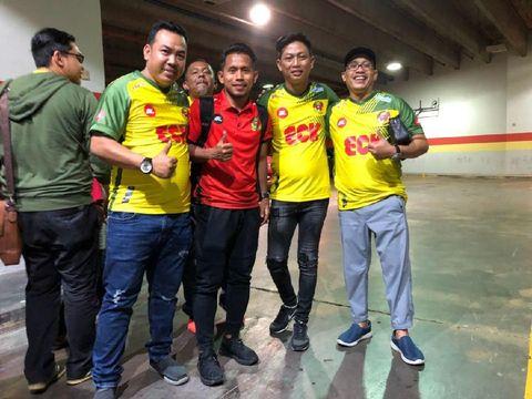 Foto bareng Andik Vermansah di Stadion Shah Kuala, selepas pertandingan Kedah FA di markas PKNS FC.