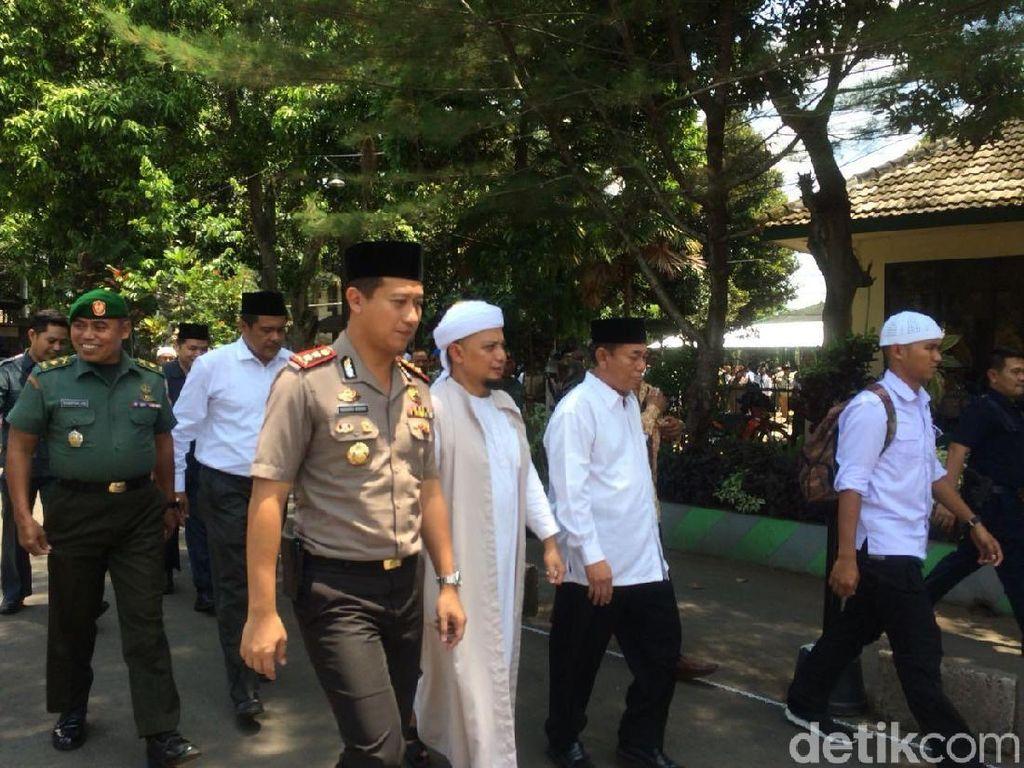 Ustaz Arifin Ilham dan Polres Jember Ajak Tangkal Hoax