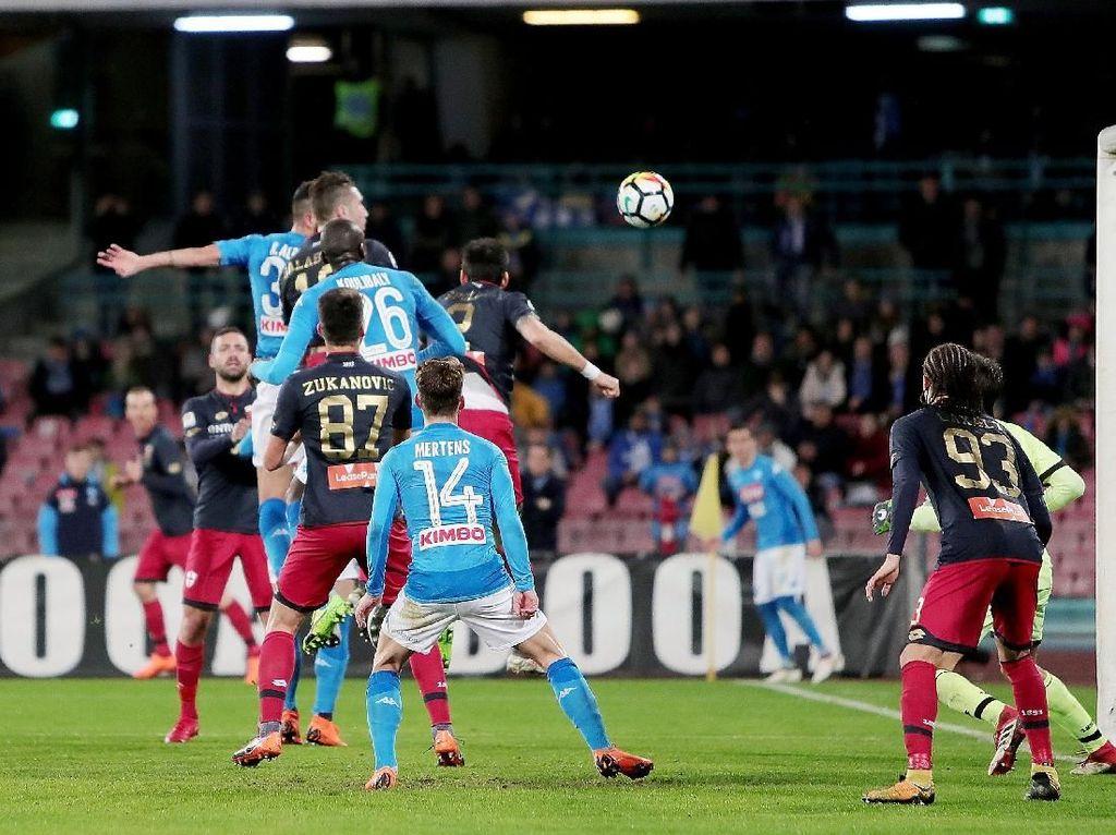 Gol Tunggal Raul Albiol Pastikan Napoli Tempel Juventus