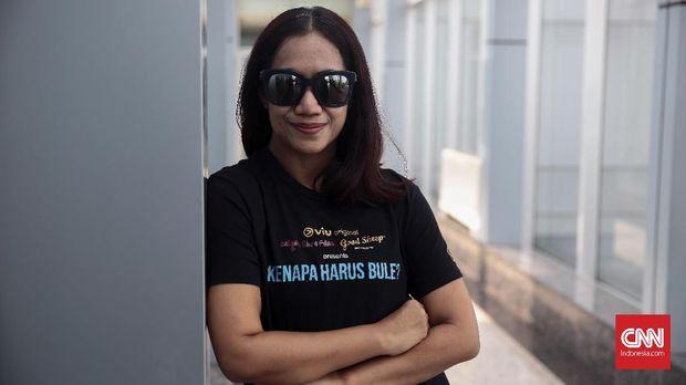Produser film Kenapa Harus Bule?, Nia Dinata