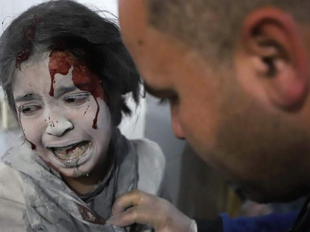 Video Serangan Bom Kimia Rusia di Suriah