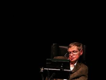 Stephen Hawking : Perempuan Adalah Sebuah Misteri