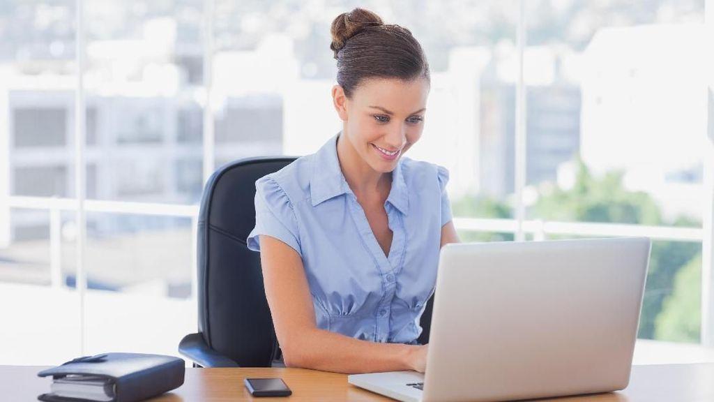 8 Ilustrasi Kocak Perbedaan Kerja di Kantor Vs. di Rumah, Kamu Pilih Mana?