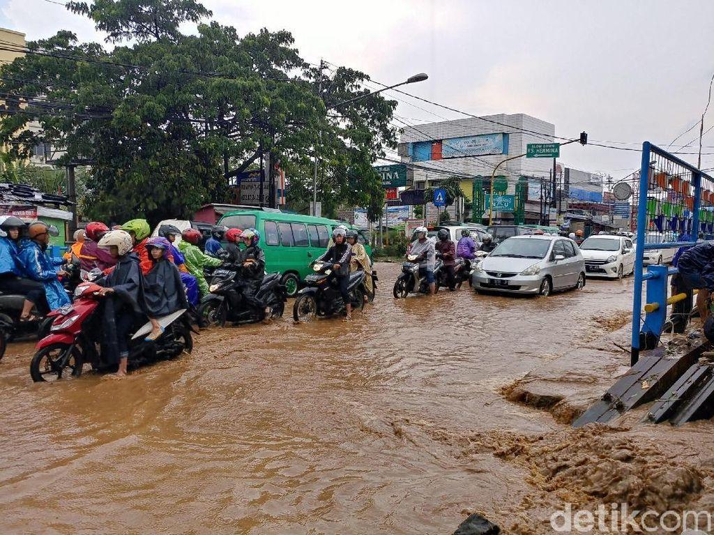 Pemkot Klaim Tahun Ini Banjir di Bandung Cepat Surut
