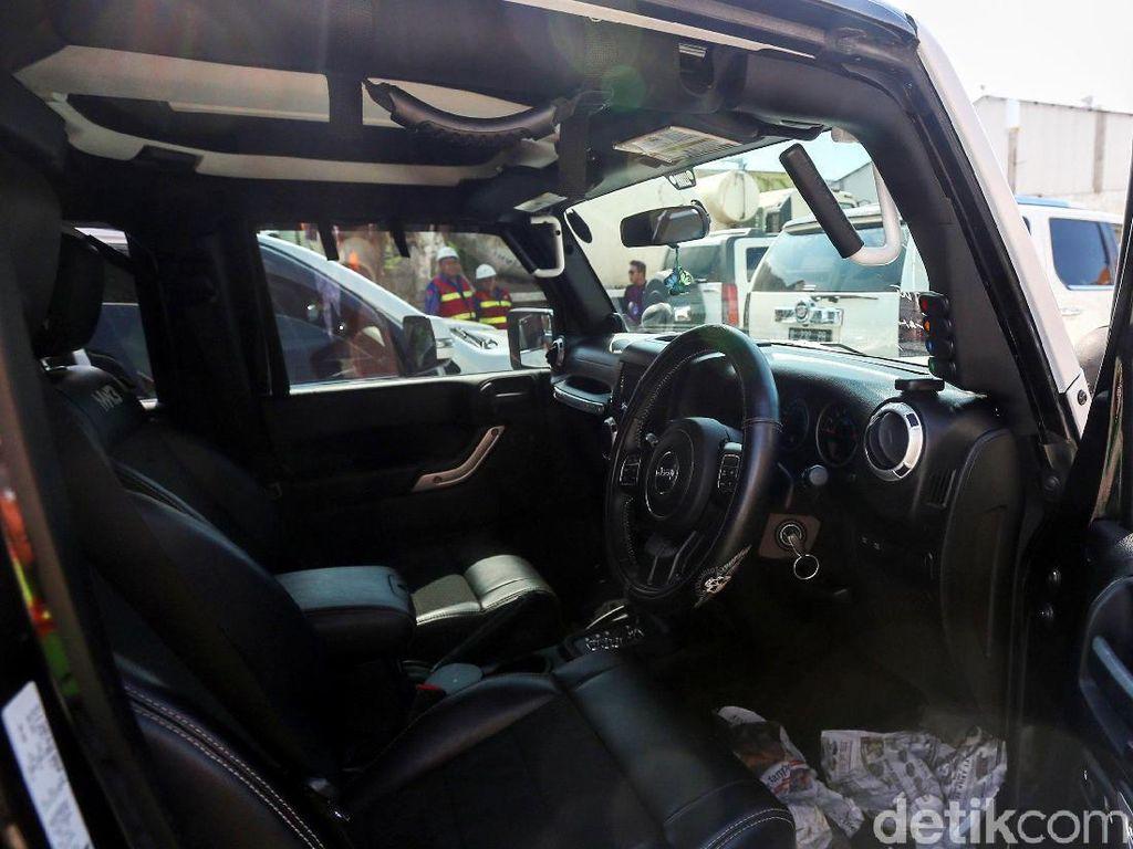 Intip Jeroan Mobil Mewah Milik Bupati Abdul Latief