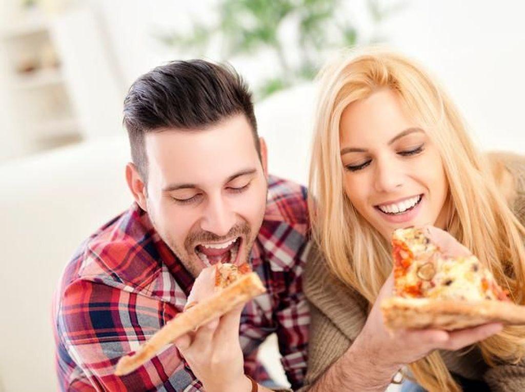 Survei Buktikan Bahagia dengan Pasangan Picu BB Naik hingga 14 Kg