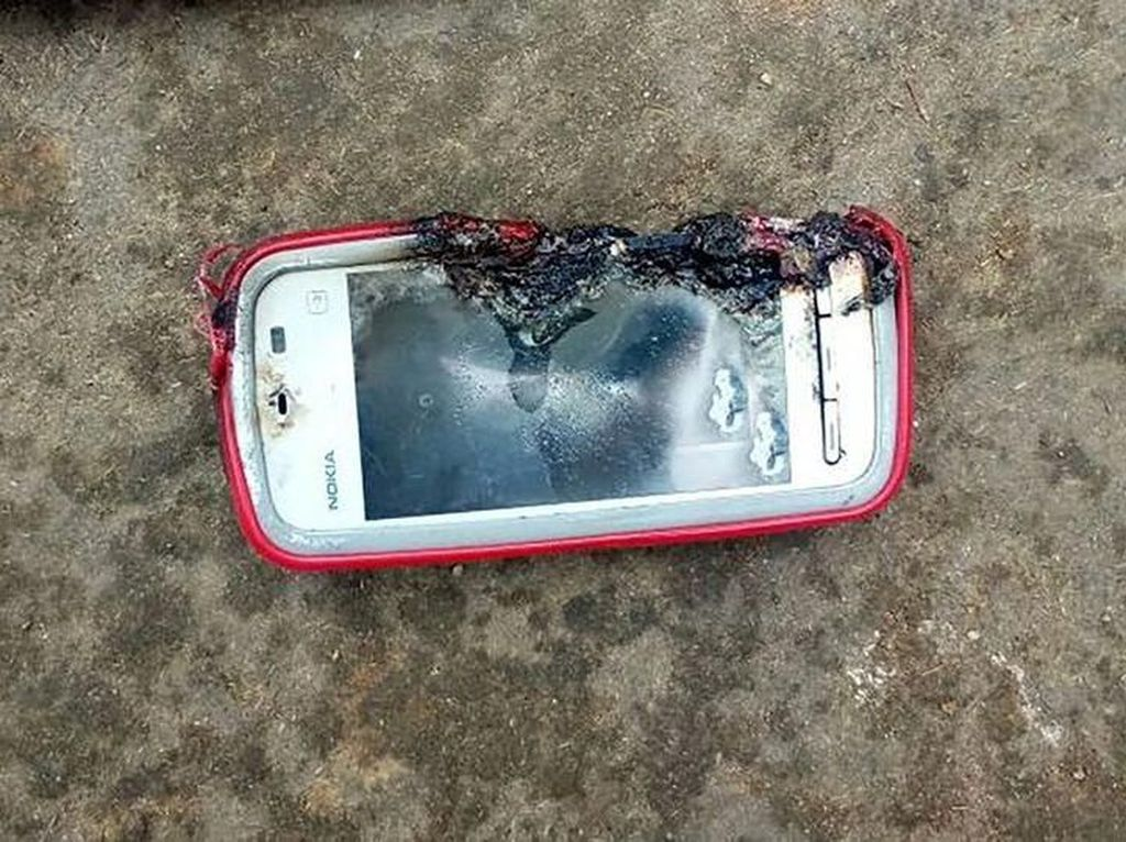 Ponsel Nokia Meledak Tewaskan Gadis Remaja