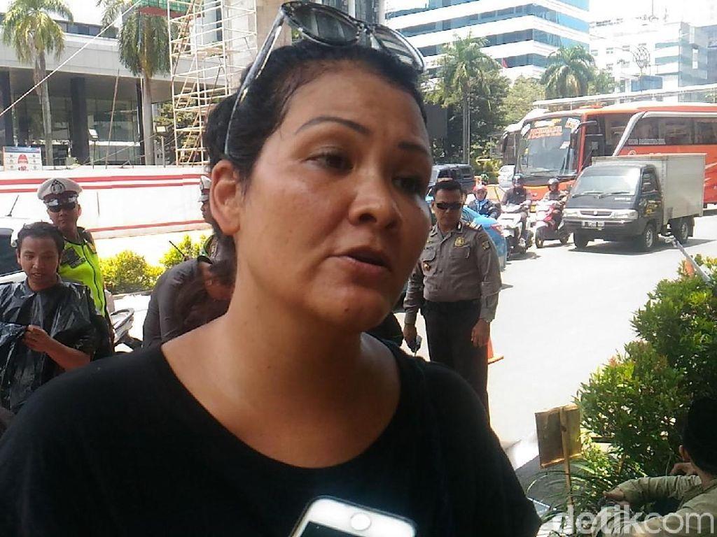 Kecam Pemancungan TKI, Melanie Subono Ikut Demo di Kedubes Saudi