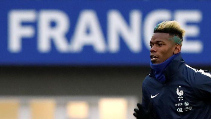 Paul Pogba tengah berlatih bersama timnas Prancis menjelang laga persahabatan melawan Kolombia dan Rusia (Foto: Gonzalo Fuentes/Reuters)
