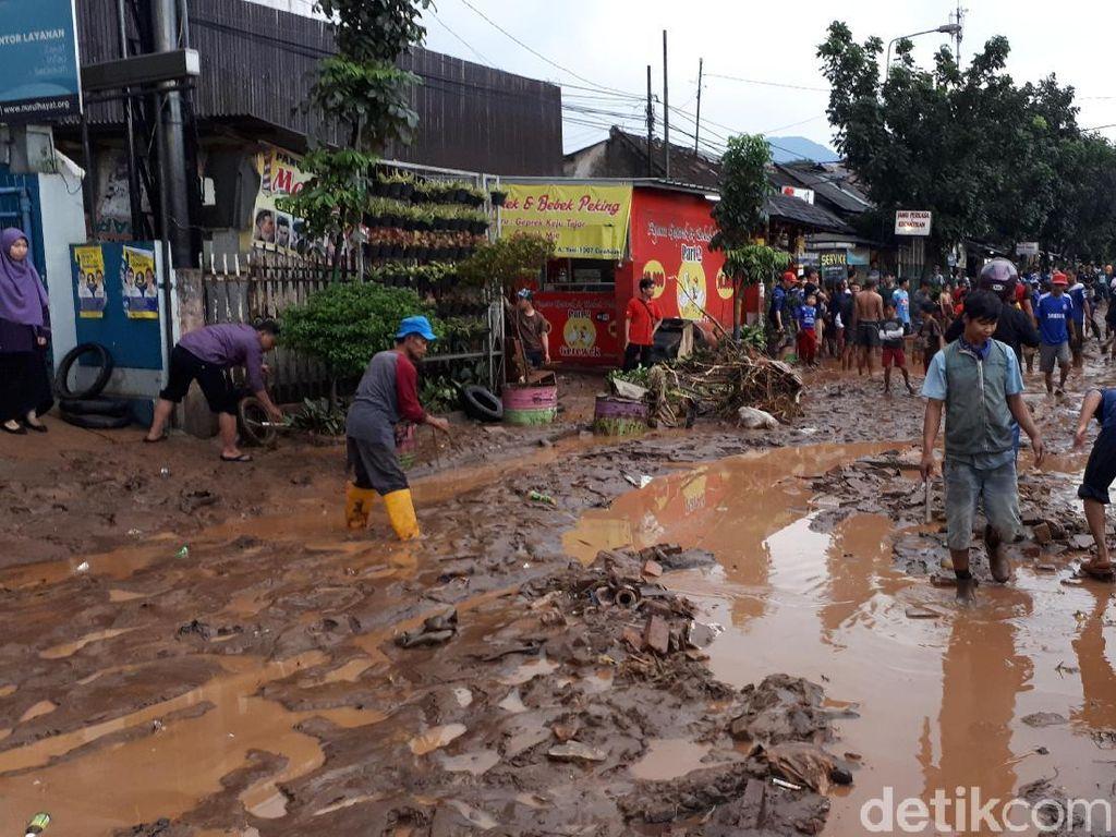 Banjir Bandang di Cicaheum Bandung Karena Tanggul Sungai Jebol
